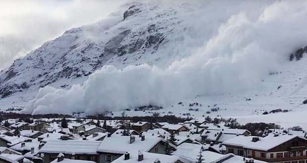 Photo of Una espectacular avalancha devora un pequeño pueblo francés