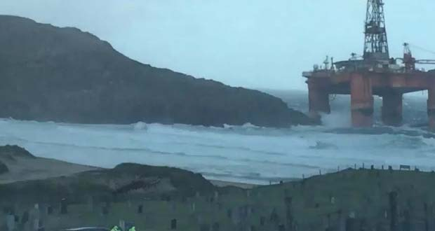 Photo of Fuerte tormenta arrastra una plataforma petrolífera hasta la costa escocesa