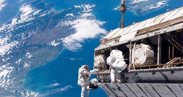 Photo of Científicos hallan bacterias desconocidas y superresistentes en la Estación Espacial Internacional
