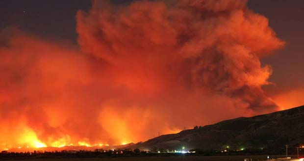 Photo of 27.000 evacuados por un incendio masivo en el sur de California