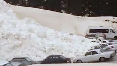 Photo of Una avalancha de nieve sepulta los coches de un parking a los pies del monte Elbrús